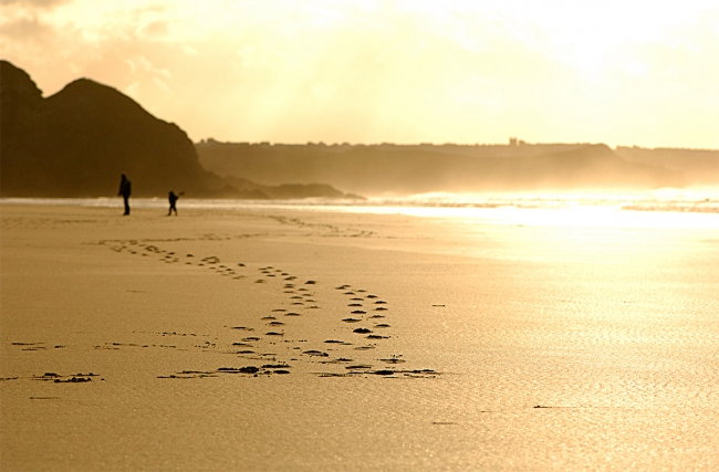 Cornwall-Watergate-Bay-Footprints-in-the-Sand-John-Such