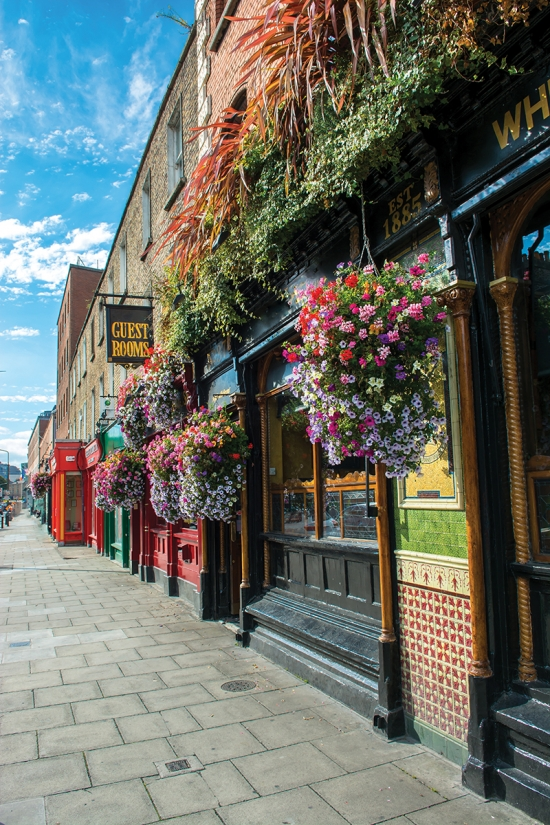 Dublin-Pub-Front-with-Flowers_web