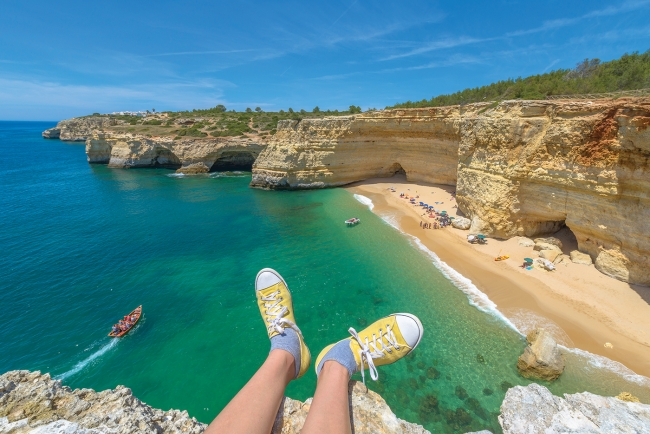 Faro-Albufeira-Family-Beach-Cliffs_web