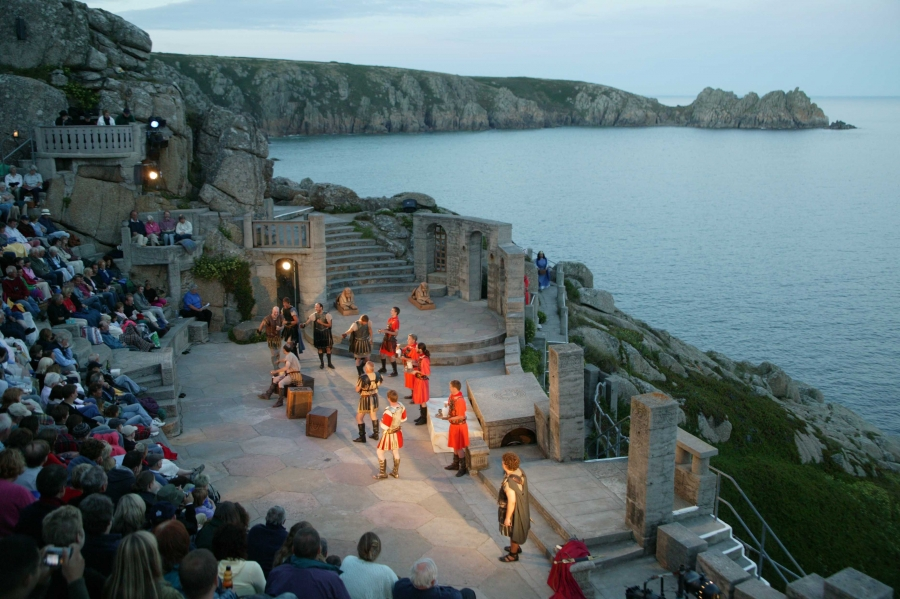 Cornwall-Minack-Theater-am-Porthcurnow